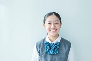 笑顔の女子学生の写真素材 [FYI01653793]