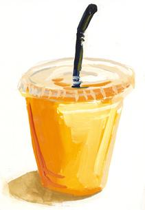 プラスチックのカップに入ったオレンジジュースのイラスト素材 [FYI01653862]