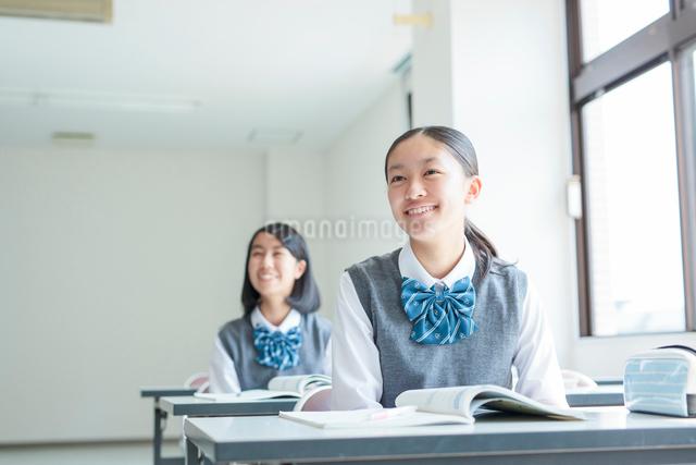 授業を受ける学生の写真素材 [FYI01655067]