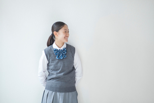 笑顔の女子学生の写真素材 [FYI01655090]