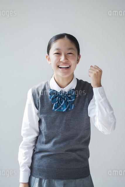 笑顔の女子学生の写真素材 [FYI01655147]