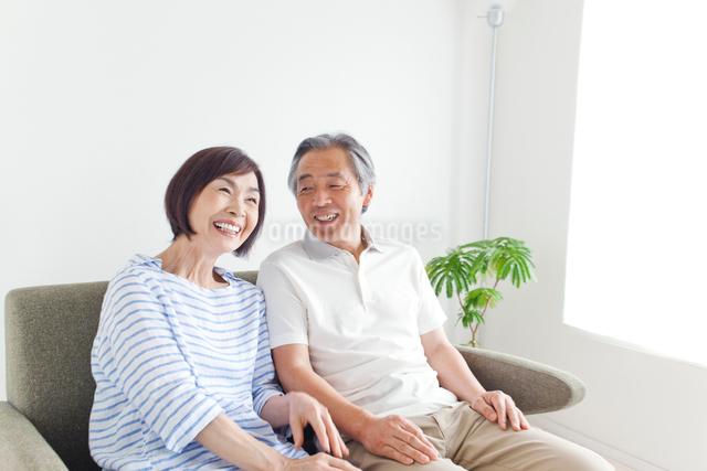 笑顔のシニア夫婦の写真素材 [FYI01655686]