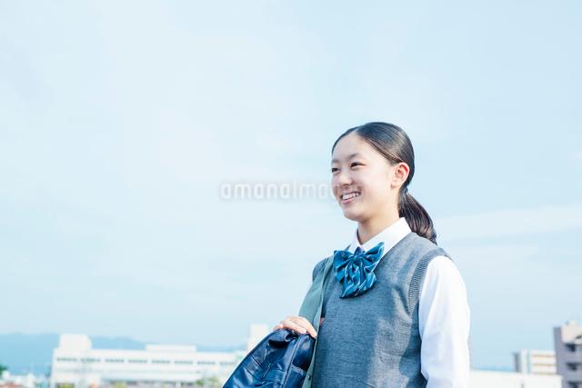 笑顔の女子学生の写真素材 [FYI01655688]