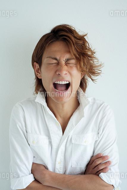 叫ぶ男性の写真素材 [FYI01656093]