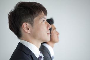 2人のビジネスマンの横顔の写真素材 [FYI01656208]