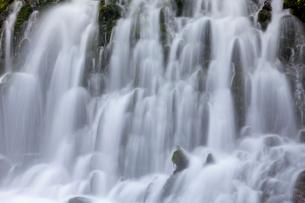 元滝伏流水 滝の流れの写真素材 [FYI01656424]