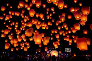 平渓十分の天燈祭りランタン祭りの写真素材 [FYI01656708]