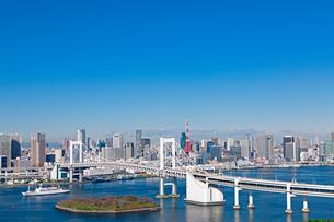 レインボーブリッジと東京都心の写真素材 [FYI01656755]