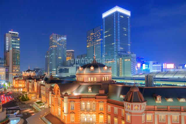 東京駅夜景の写真素材 [FYI01656797]