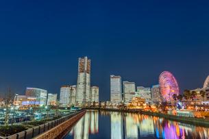 横浜みなとみらいライトアップの写真素材 [FYI01657051]
