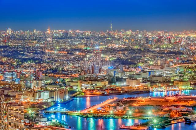 横浜みなとみらいライトアップの写真素材 [FYI01657126]