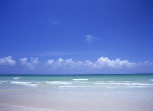 海と水平線と空の写真素材 [FYI01657240]