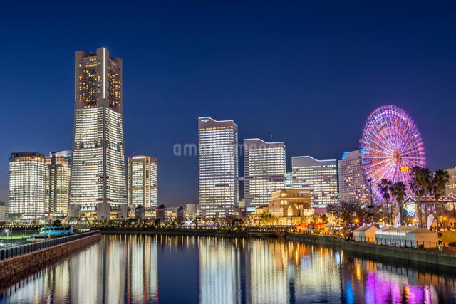 横浜みなとみらいライトアップの写真素材 [FYI01657252]
