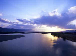 吉野川の夕景の写真素材 [FYI01657313]