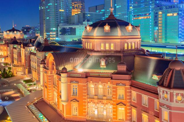 東京駅夜景の写真素材 [FYI01657499]
