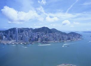 スカイ100の100階から見た香港島のビル街の写真素材 [FYI01657513]