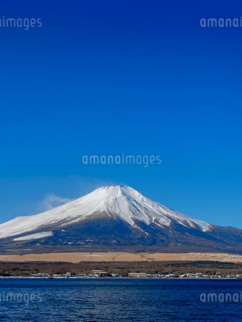 富士山 山中湖畔冬の朝の写真素材 [FYI01658009]
