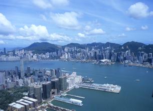 スカイ100の100階から見た香港島のビル街の写真素材 [FYI01658020]