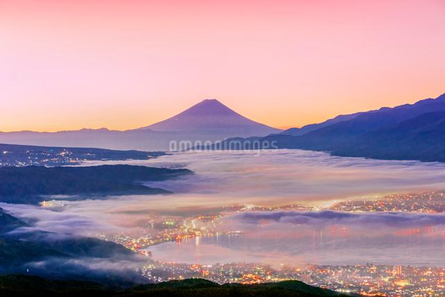 高ボッチ高原から富士山と雲海と朝焼けの写真素材 [FYI01658023]