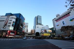 渋谷駅前の夕景の写真素材 [FYI01658150]