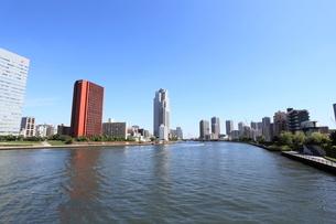 勝鬨橋から隅田川上流を見るの写真素材 [FYI01658257]