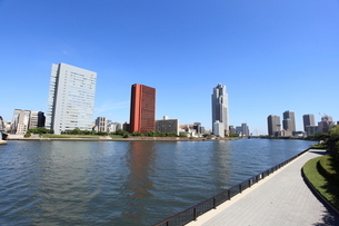 勝鬨橋から隅田川上流を見るの写真素材 [FYI01658651]