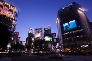 渋谷駅前夕景の写真素材 [FYI01659256]