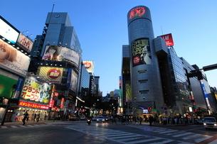 渋谷駅前夕景の写真素材 [FYI01659264]