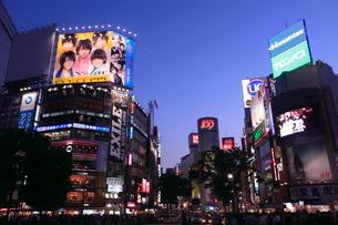 渋谷駅前夕景の写真素材 [FYI01659286]