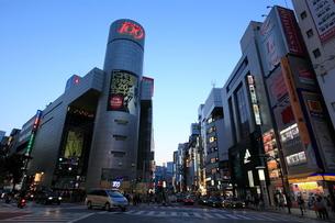 渋谷駅前夕景の写真素材 [FYI01659304]
