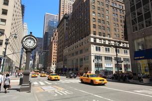 五番街 マンハッタンの写真素材 [FYI01659607]