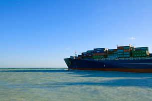 出港する貨物船 マイアミの写真素材 [FYI01659686]