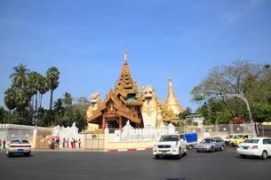 シュエダゴォン・パヤー ヤンゴンの写真素材 [FYI01659739]
