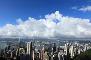 ビクトリアピークから見た香港のビル街の写真素材 [FYI01659817]