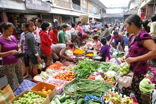 インドネシア バリ島 ウブド市場の写真素材 [FYI01659927]