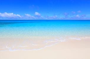 砂浜と水平線 沖縄県の写真素材 [FYI01659957]