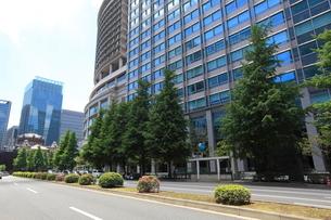 東京駅丸の内口丸の内センタービルディングの写真素材 [FYI01660031]