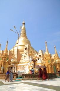 シュエダゴォン・パヤー ヤンゴンの写真素材 [FYI01660092]