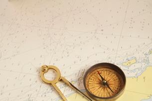 地図とコンパスの写真素材 [FYI01660094]