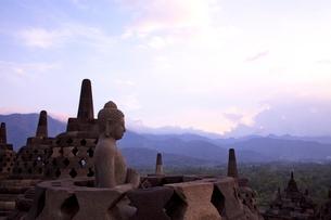 インドネシア ジャワ島 ボロブドゥール遺跡の写真素材 [FYI01660259]