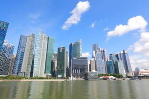 シンガポール マリーナベイの高層ビルの写真素材 [FYI01660290]