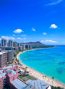 ワイキキビーチとダイアモンドヘッド ハワイの写真素材 [FYI01660824]