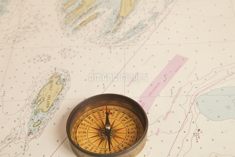 地図とコンパスの写真素材 [FYI01660939]