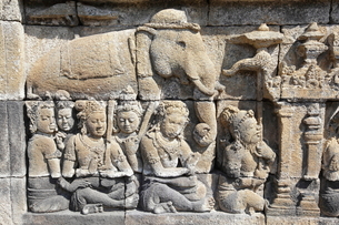 インドネシア ジャワ島 ボロブドゥール遺跡レリーフの写真素材 [FYI01661004]