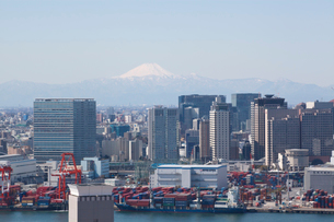 お台場から見た富士山の写真素材 [FYI01661038]
