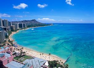 ワイキキビーチとダイアモンドヘッド ハワイの写真素材 [FYI01661055]