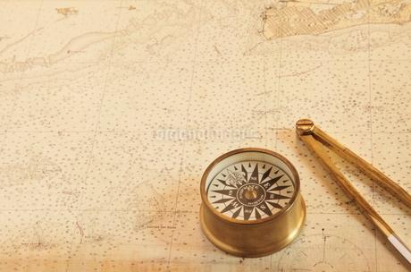 地図とコンパスの写真素材 [FYI01661106]