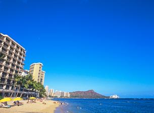 ワイキキビーチとダイアモンドヘッド ハワイの写真素材 [FYI01661221]