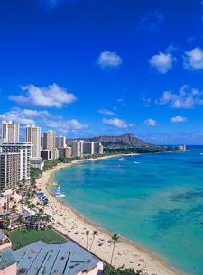 ワイキキビーチとダイアモンドヘッド ハワイの写真素材 [FYI01661284]