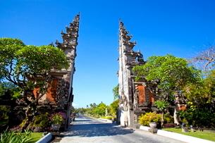 インドネシア バリ島 ヌサドゥアの割門の写真素材 [FYI01661300]